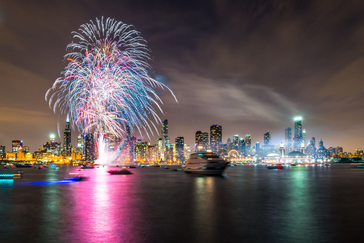 Shopping In Biloxi Ms >> Fireworks Cruises at Navy Pier in Chicago | Navy Pier